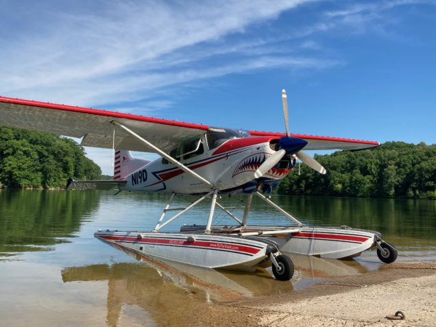 Beaching a Seaplane on Kentucky Lake during seaplane flight instruction